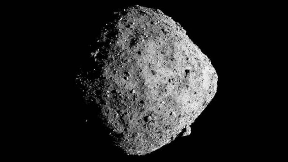O Bennu contém material do início do Sistema Solar e pode ter também precursores moleculares da vida e dos Oceanos terrestres. — Foto: NASA/GODDARD/UOA via BBC