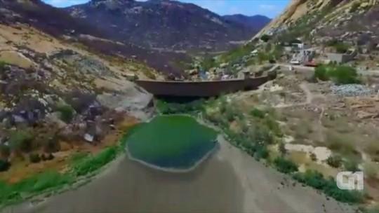 Imagem aérea mostra nível mais baixo da história do açude Gargalheiras, no RN