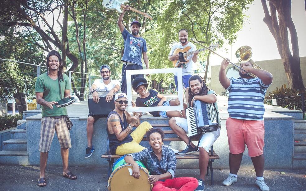 Instrumentos como trombone, guitarra, baixo e percussão agitam a folia no Lindo Bloco do Amor (Foto: Canário Produções/Divulgação)