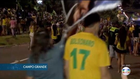 Eleitores de Campo Grande comemoram vitória de Jair Bolsonaro nos altos da avenida Afonso Pena