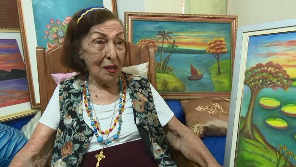 Aos 99 anos, artista plástica expõe obras em salão da Justiça Federal no Acre (Foto: Reprodução/Rede Amazônica Acre)