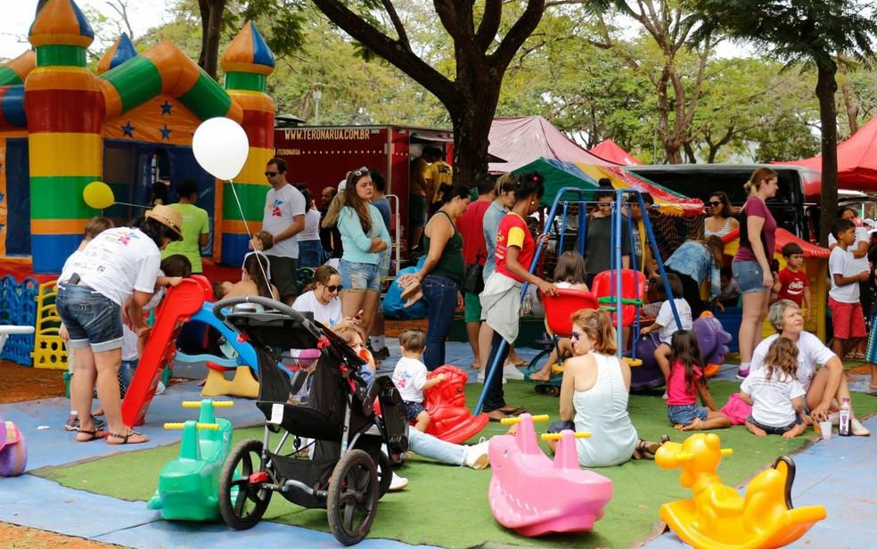 Brinquedos para crianças durante CaminhaDown no Parque da Cidade em Brasília — Foto: Gi Salles/Divulgação