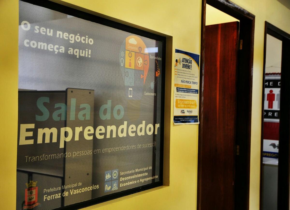 Sala do Empreendedor atende interessados em abrir o próprio negócio em Ferraz de Vasconcelos