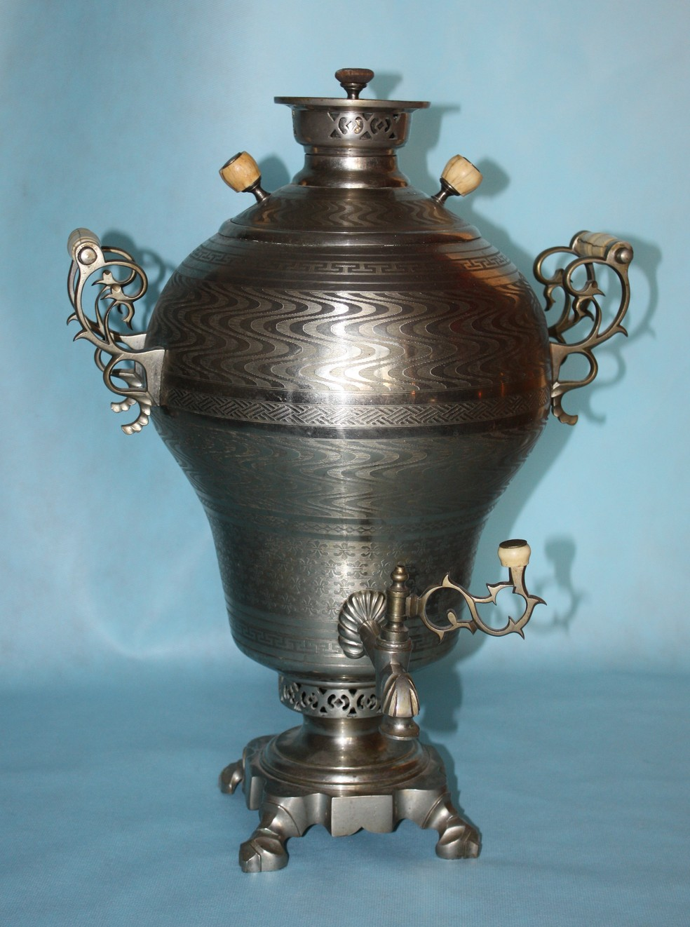 Samovar russo (Foto: Benito bonito /CC BY-SA 3.0 -https://commons.wikimedia.org/w/index.php?curid=11877618)