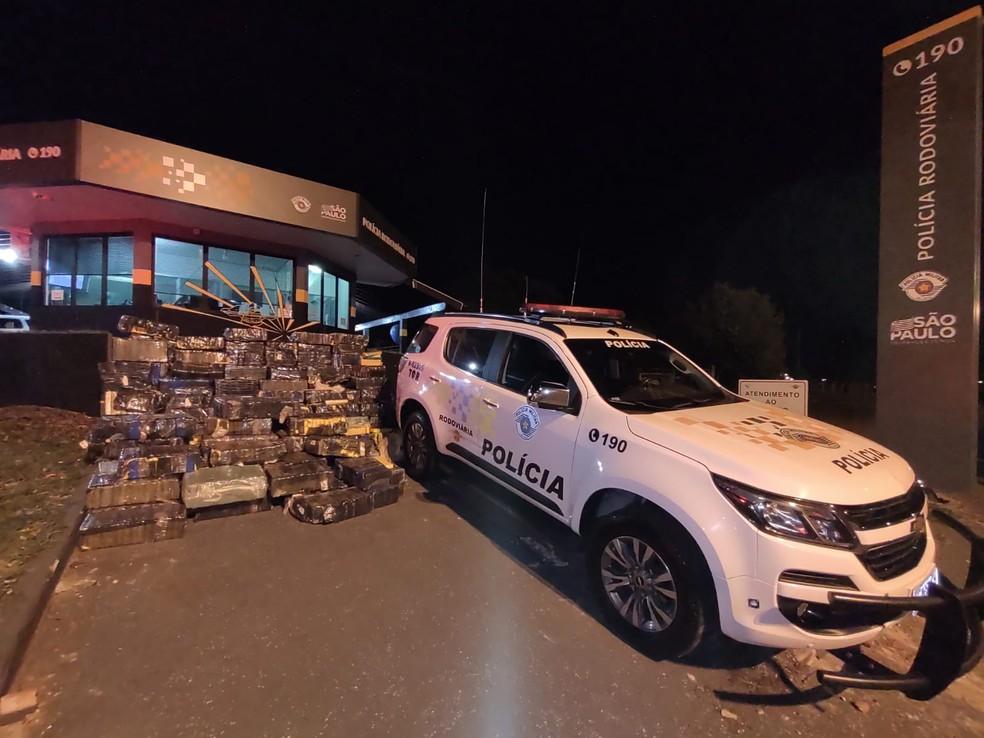Mais de duas toneladas de maconha foram apreendidas em caminhão com carga de arroz, na Rodovia Raposo Tavares, em Palmital — Foto: Polícia Rodoviária/Divulgação