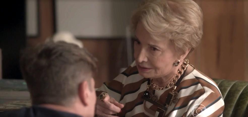 Stelinha fica preocupada com a situação de Arthur — Foto: TV Globo