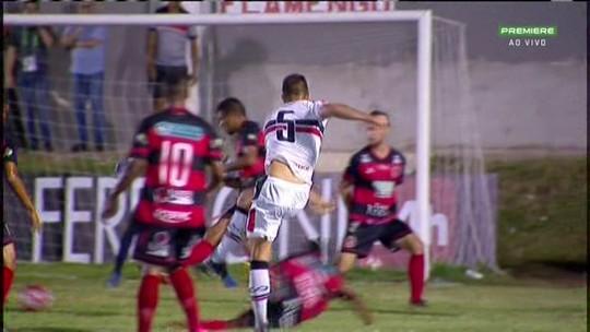 """Leston Júnior critica e diz que gramado atrapalhou Santa Cruz e Flamengo-PE: """"É inadmissível """""""