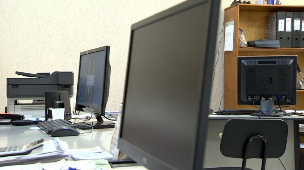 Computadores das secretarias da Prefeitura de Barrinha, SP, foram invadidos por hacker — Foto: Reprodução/EPTV