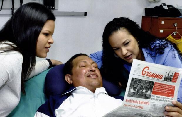 Imagem divulgada pelo governo venezuelano mostra Hugo Chávez após cirurgia em Cuba.  (Foto: Divulgação)