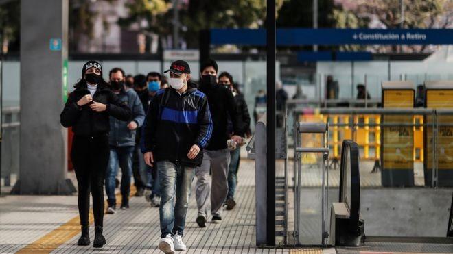 Média de casos diários de coronavírus passa de 250 mil no mundo nas últimas semanas, informa OMS
