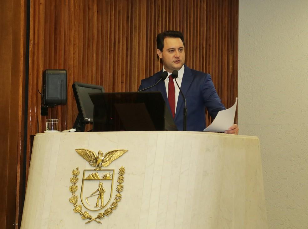 Ratinho Junior discursou pela primeira vez como governador, na Assembleia Legislativa — Foto: Giuliano Gomes/PR Press