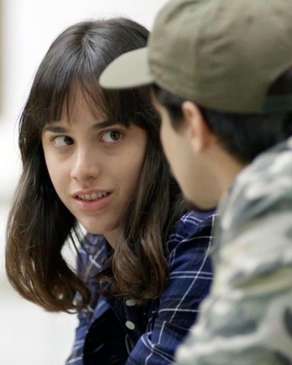 Lica (Manoela Aliperti) se incomoda com Felipe (Gabriel Calamari) em 'Malhação - Viva a Diferença' — Foto: Globo