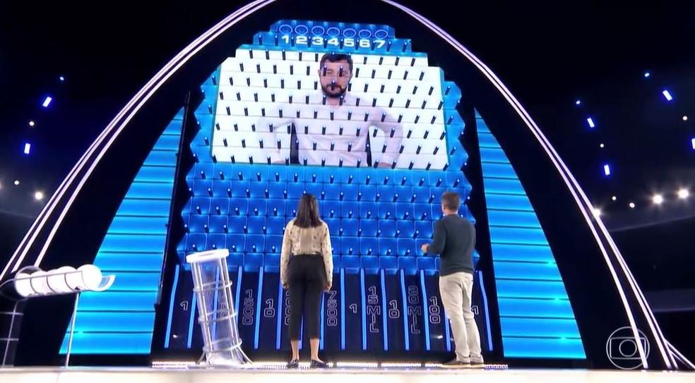 Ekarinny permaneceu no palco — Foto: Globo