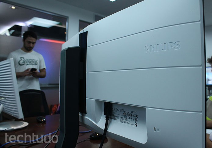 monitor philips (Foto: Leonardo ?vila/TechTudo)