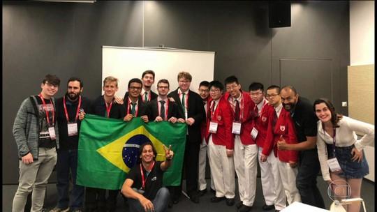 Goianos integram equipe brasileira que conquistou medalha de prata na maior competição de física, na Polônia