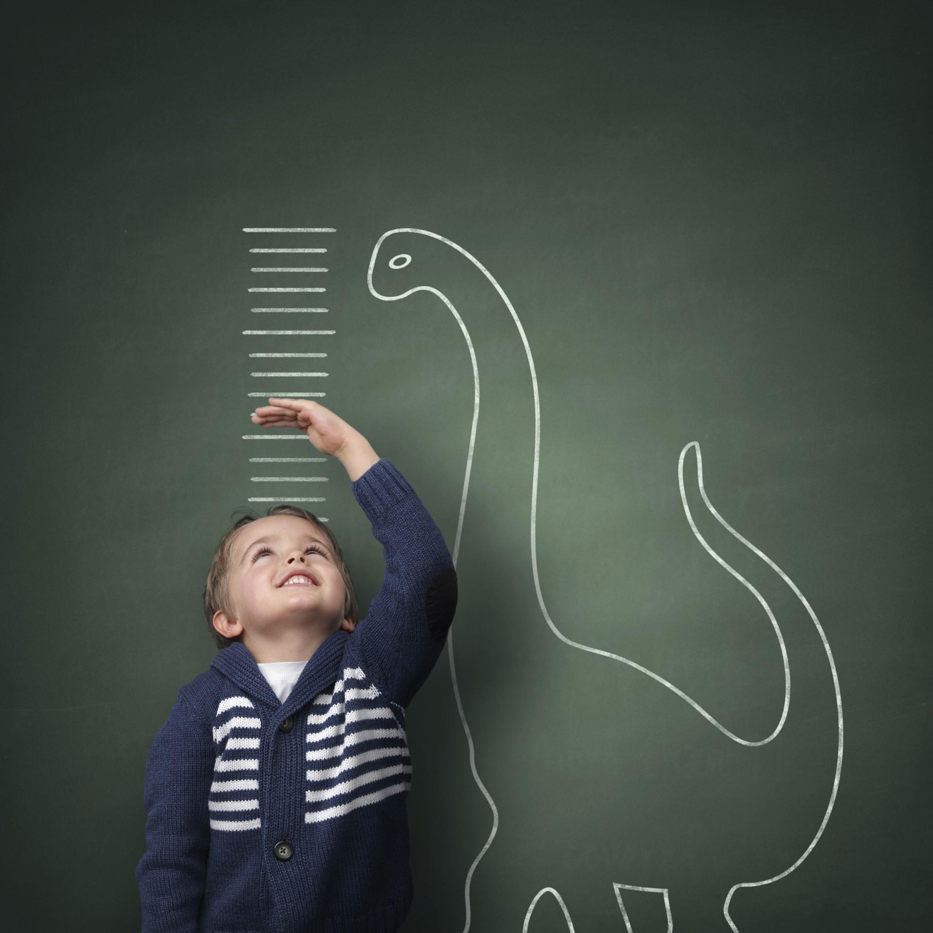 menino; altura; medida (Foto: Thinkstock)