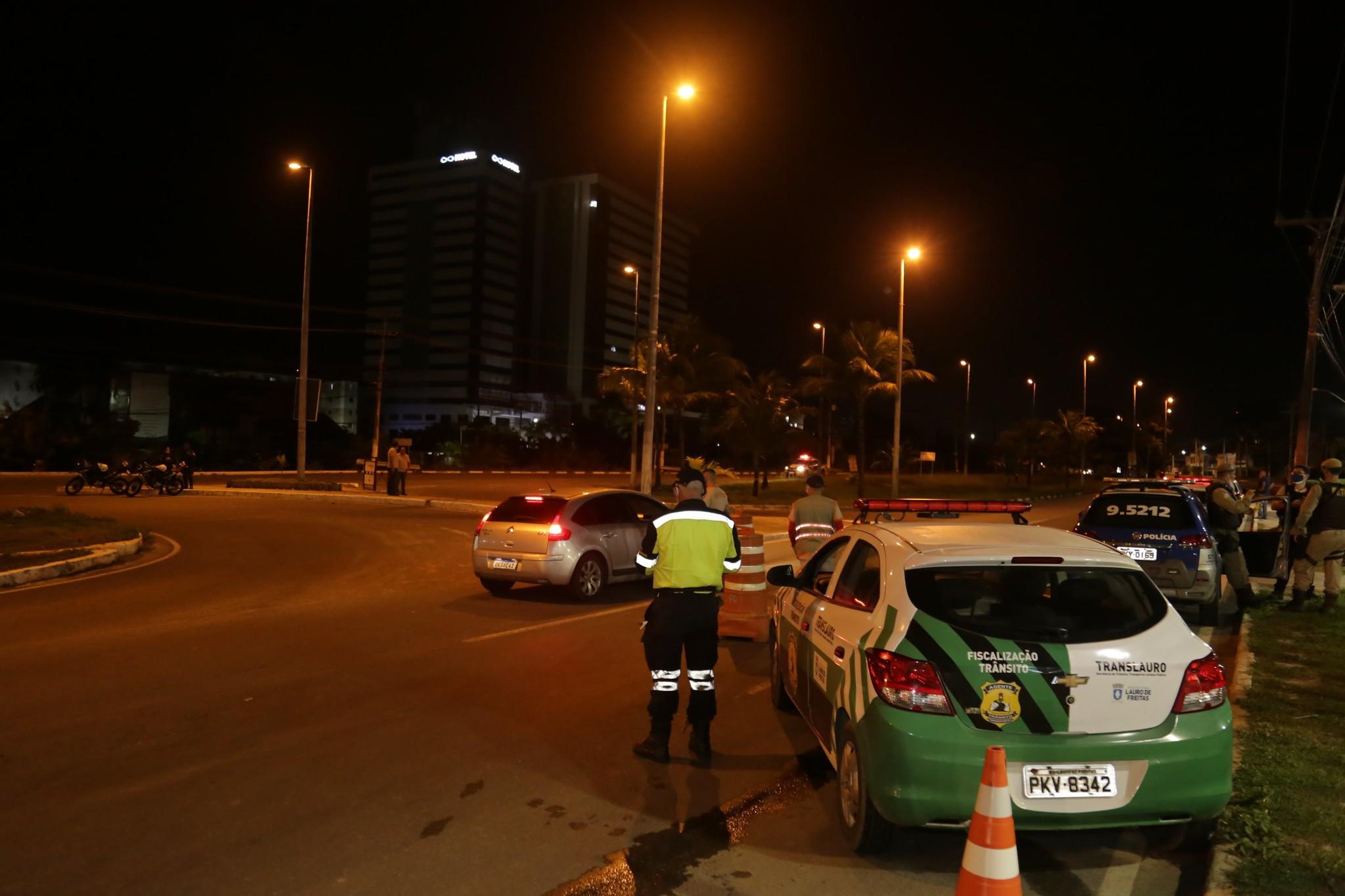 Lauro de Freitas anuncia decreto que restringe circulação de pessoas à noite e monta força-tarefa de fiscalização