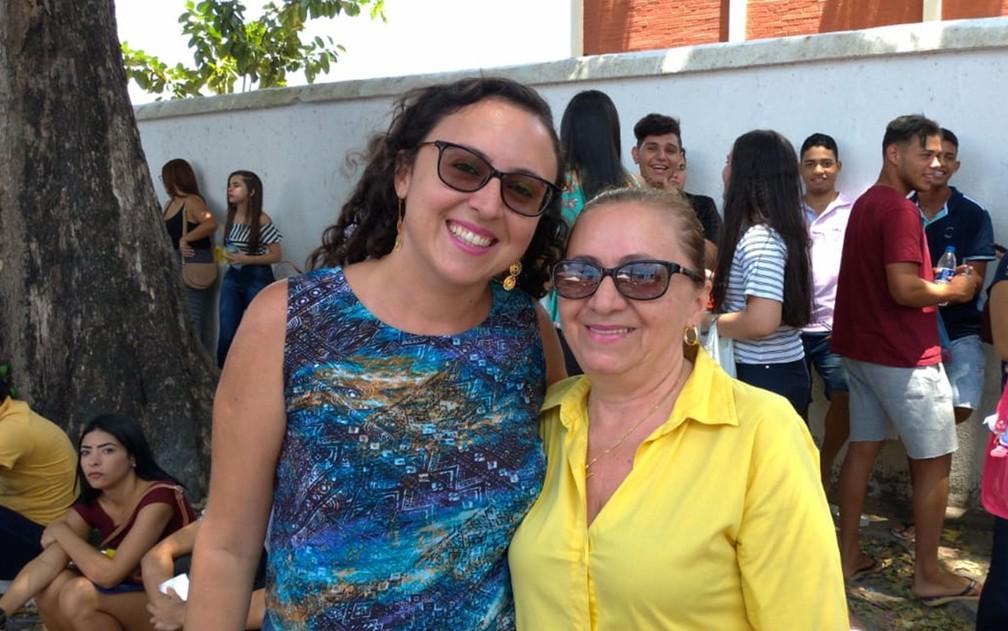 ENEM 2018 - DOMINGO (4) – JOÃO PESSOA (PB) Mãe e filha fazem o Enem 2018 para realizarem sonhos de se tornarem médica e historiadora, em João Pessoa — Foto: Diogo Almeida/G1