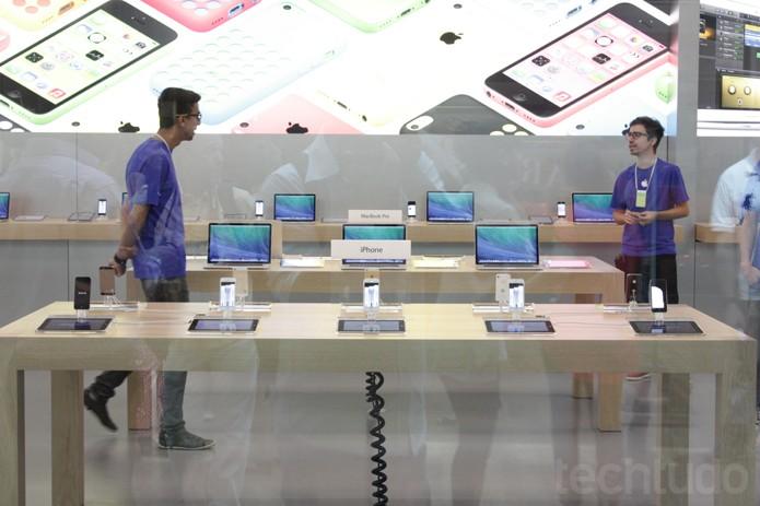 Atendimento na Apple Store brasileira (Foto: Allan Melo / TechTudo)