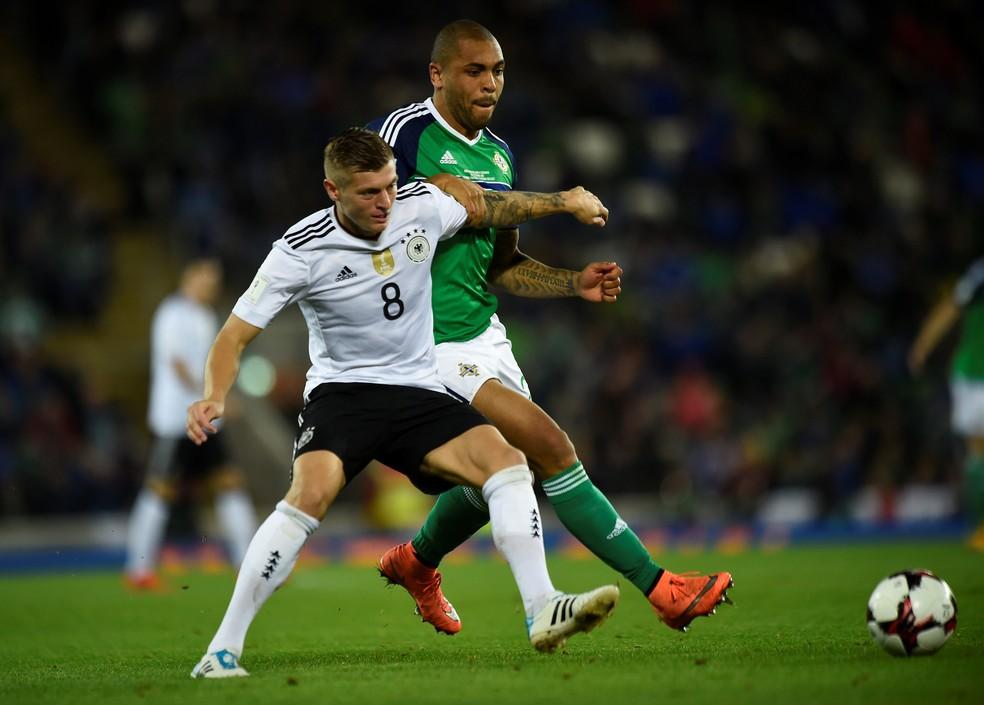 Kroos tem desconforto na costela e desfalca Alemanha contra o Azerbaijão (Foto: Reuters)