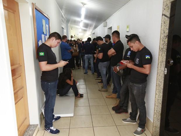 Agentes Penitenciários em greve aguardam a votação do Plano de Cargos e Carreiras na ALE-RO (Foto: Eliênio Nascimento/ALE-RO)