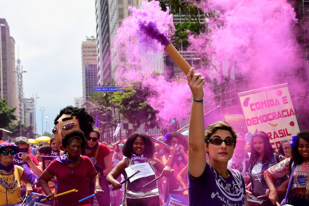 Mulheres protestam na Avenida Paulista, Centro de São Paulo, no dia Internacional das Mulheres. — Foto: Celso Luix/ Futura Press/Estadão Conteúdo