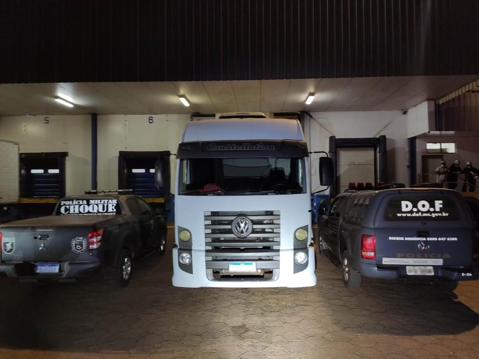 Caminhão de frigorífico transportava 5 toneladas de maconha em MS  Foto: DOF/Divulgação