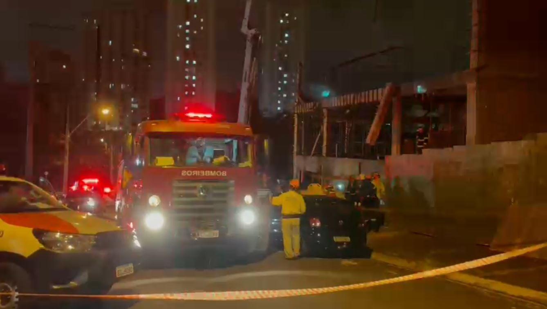 Desabamento de laje de prédio em construção deixa feridos em Ribeirão Preto, SP