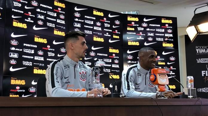 Danilo Avelar vê Corinthians no caminho certo