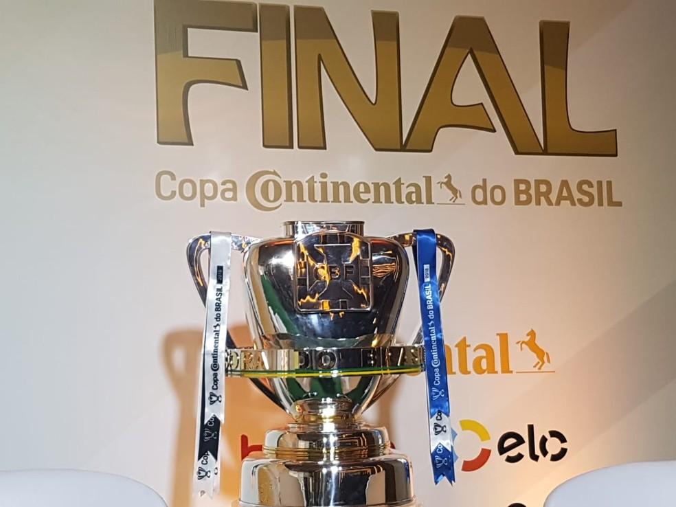 Troféu da Copa do Brasil — Foto: Marcelo Baltar