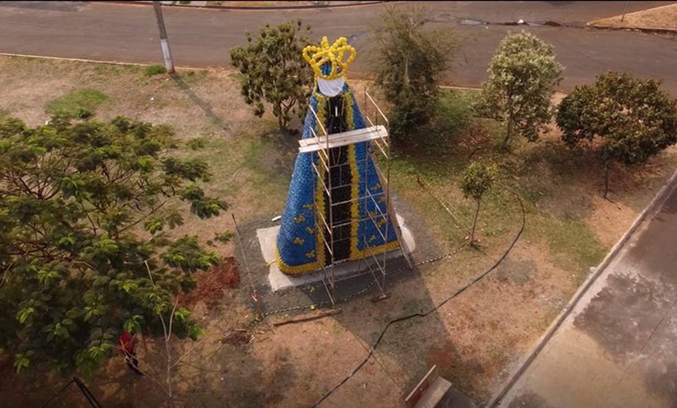 Imagem de Nossa Senhora Aparecida erguida em Barretos (SP)  — Foto: Reprodução/EPTV