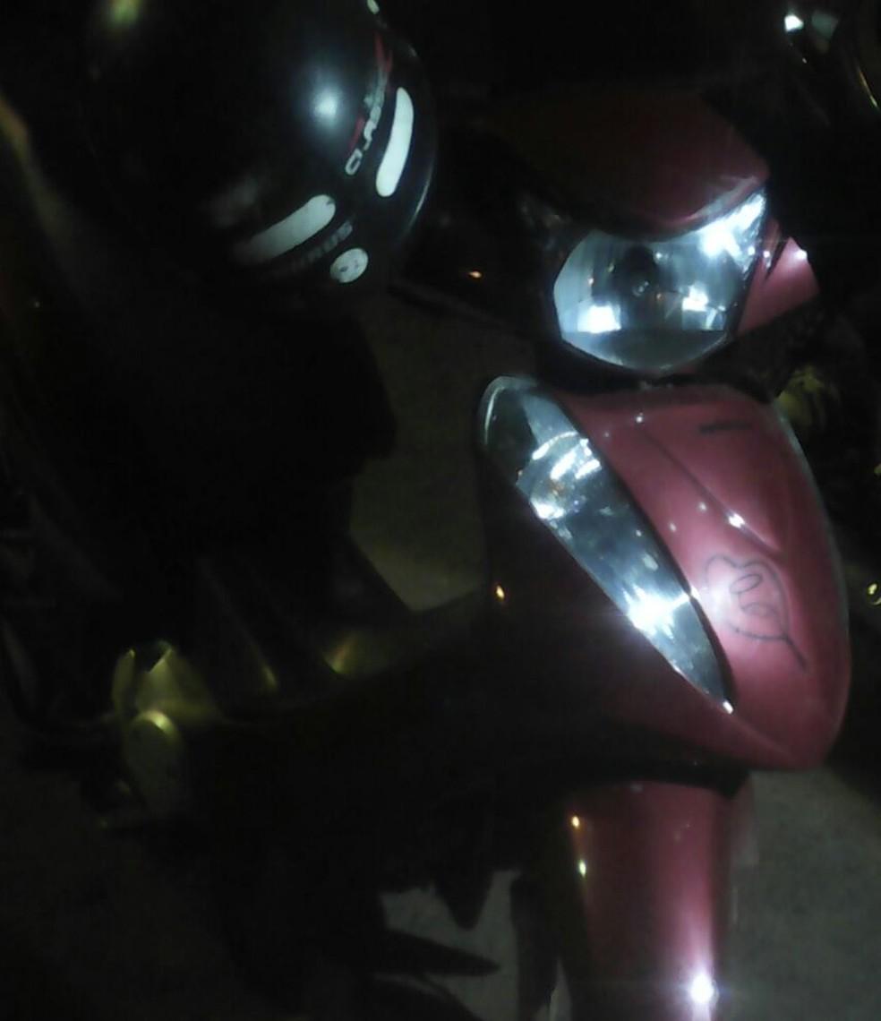 Motocicleta foi recuperada  (Foto: PM/Divulgação)