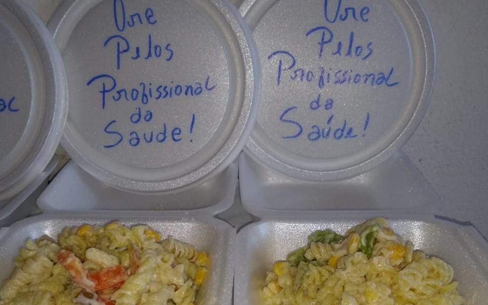 Cozinheiro de Aparecida de Goiânia faz marmitas e doa para famílias carentes durante pandemia — Foto: Júlio Sérgio/Arquivo pessoal