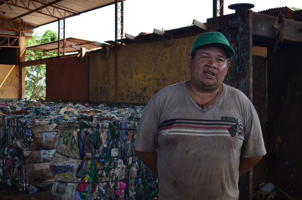 Materiais reciclaveis vira renda para família que trabalham em cooperativa dentro do Lixão da Vila Princesa (Foto: Jheniffer Núbia / G1)