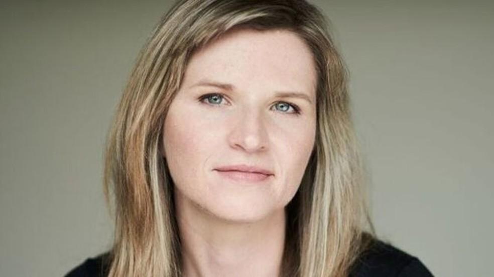 -  Tara Westover entrou na faculdade aos 17 anos, após comprar livros escondida e se preparar sozinha para um teste. Anos depois, chegou a Cambridge  Fo