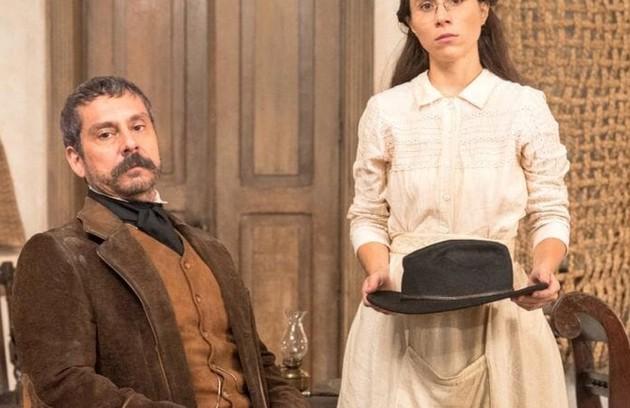 No sábado (2), Dolores afirmará para Tonico que ele não encostará a mão nela, deixando o deputado surpreso (Foto: TV Globo)
