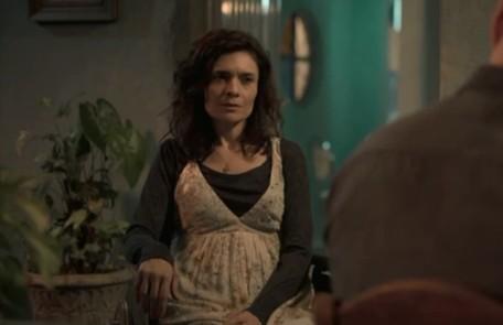 Na segunda-feira (20), Leila (Arieta Corrêa) dirá para a polícia que Magno (Juliano Cazarré) matou o irmã de Betina (Isis Valverde) Reprodução