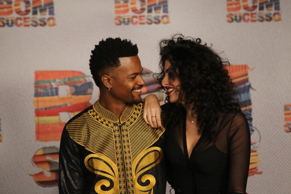 David Junior posou com a namorada, Yasmin Garcez, no lançamento da novela 'Bom Sucesso' <3 — Foto: Isabella Pinheiro/Gshow