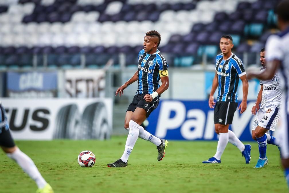 Bruno Cortez virou mentor dos garotos do Grêmio — Foto: Lucas Uebel/Grêmio FBPA