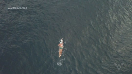 Nadador encara desafio e nada da Laje de Santos até a Ponta da Praia