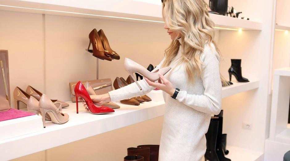 shopping, sapato, loja, compra, vendedora (Foto: Reprodução/Pexels)
