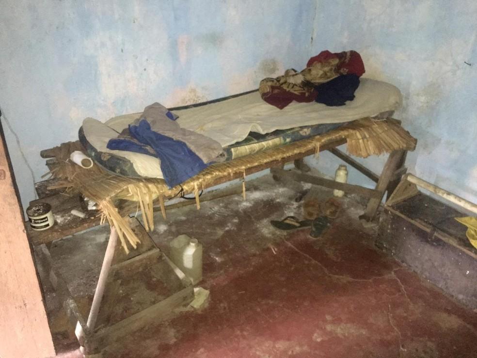 Trabalhadores dormiam em camas improvisadas — Foto: Divulgação/MPT