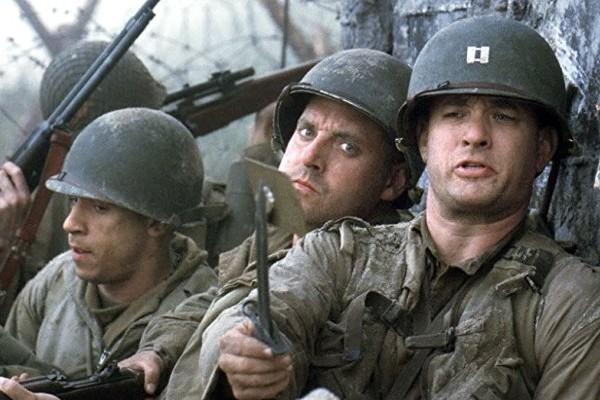 Tom Sizemore com Tom Hanks e Vin Diesel em O Resgate do Soldado Ryan (1998) (Foto: Reprodução)