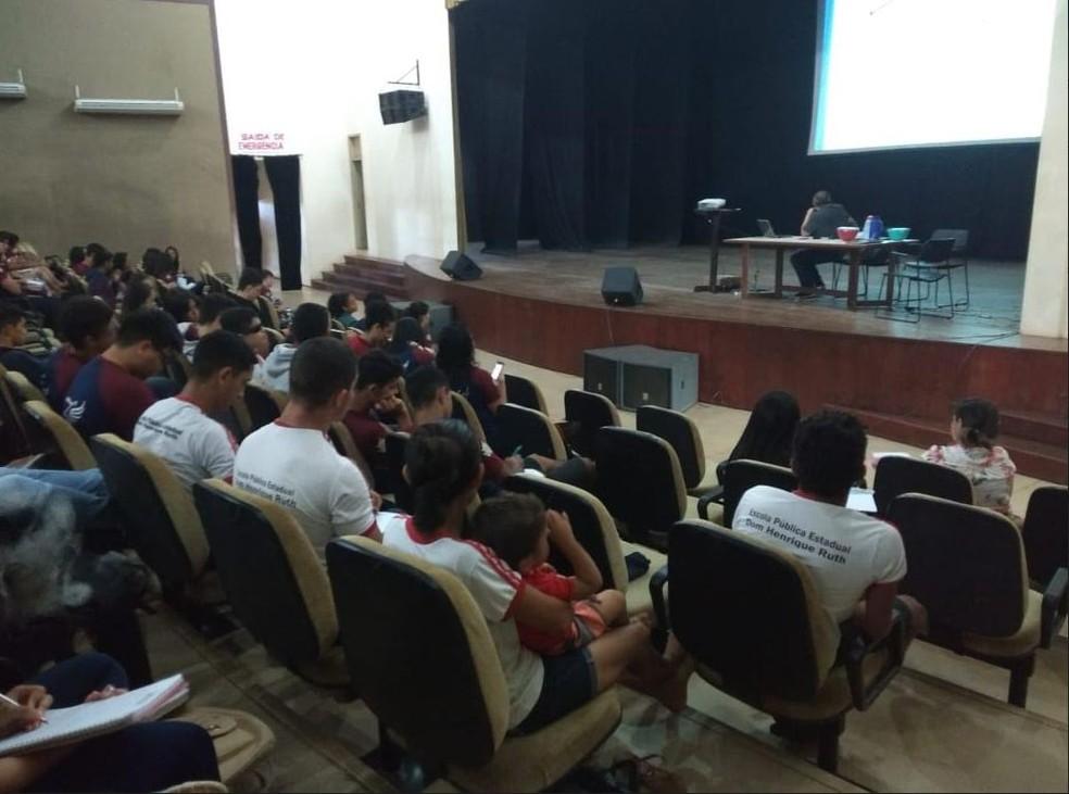 Professdores da Ufac estão ministrando as aulas — Foto: Mazinho Rogério/G1