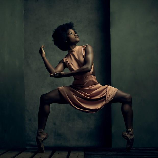 Ingrid Silva, no estúdio do fotógrafo Alex Logaisky, em Nova York.  (Foto: Alex Logaiski)