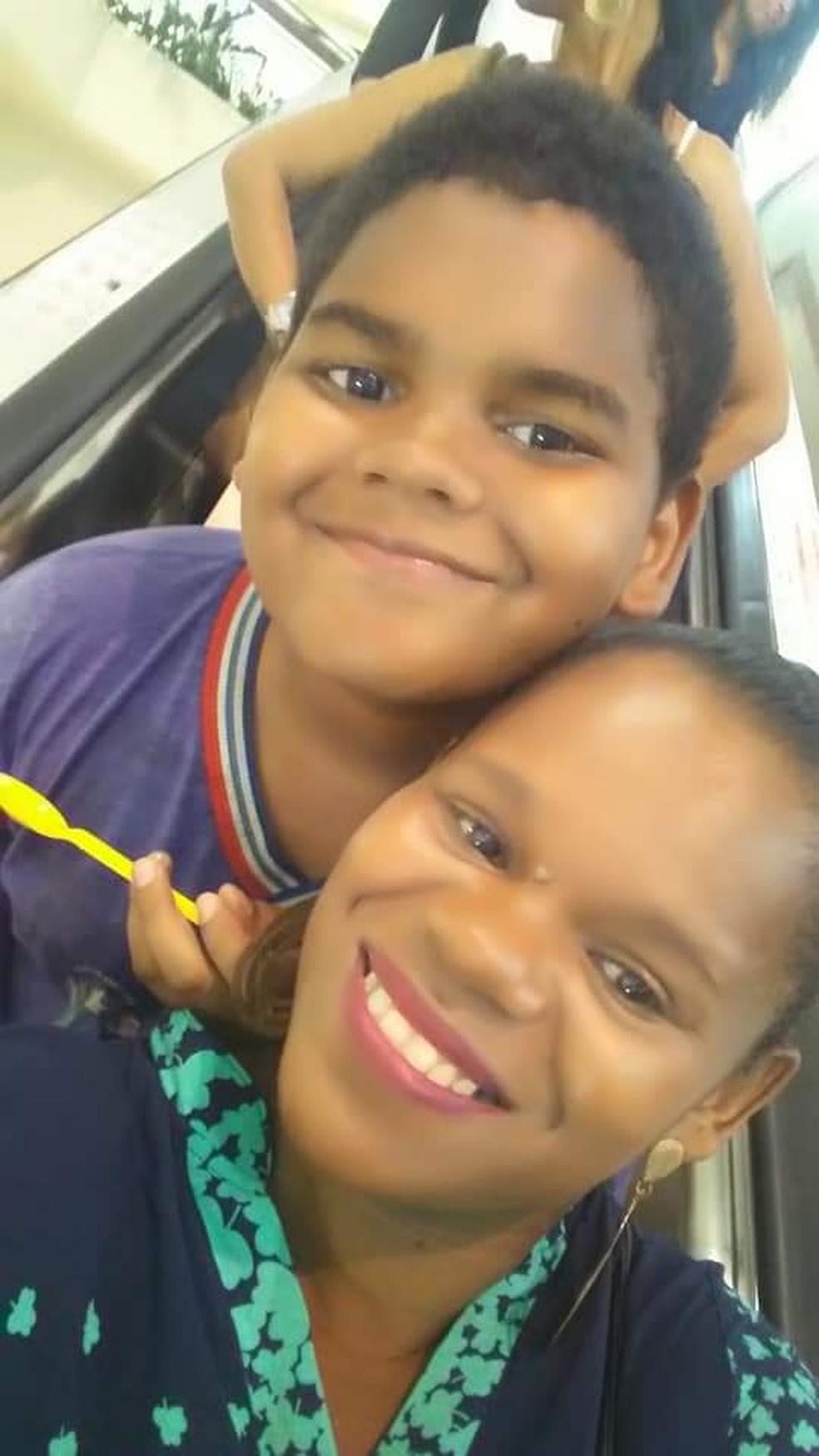 Adriel e a mãe, Denise Oliveira — Foto: Deise Oliveira / Arquivo Pessoal
