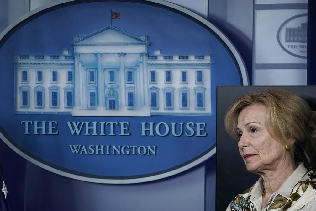 Deborah Birx, chefe da força-tarefa da Casa Branca para conter a Covid-19, em coletiva no dia 23 de março. — Foto: Drew Angerer/Getty Images/AFP