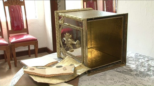 Ladrão quebra sacrário e furta notebook de igreja