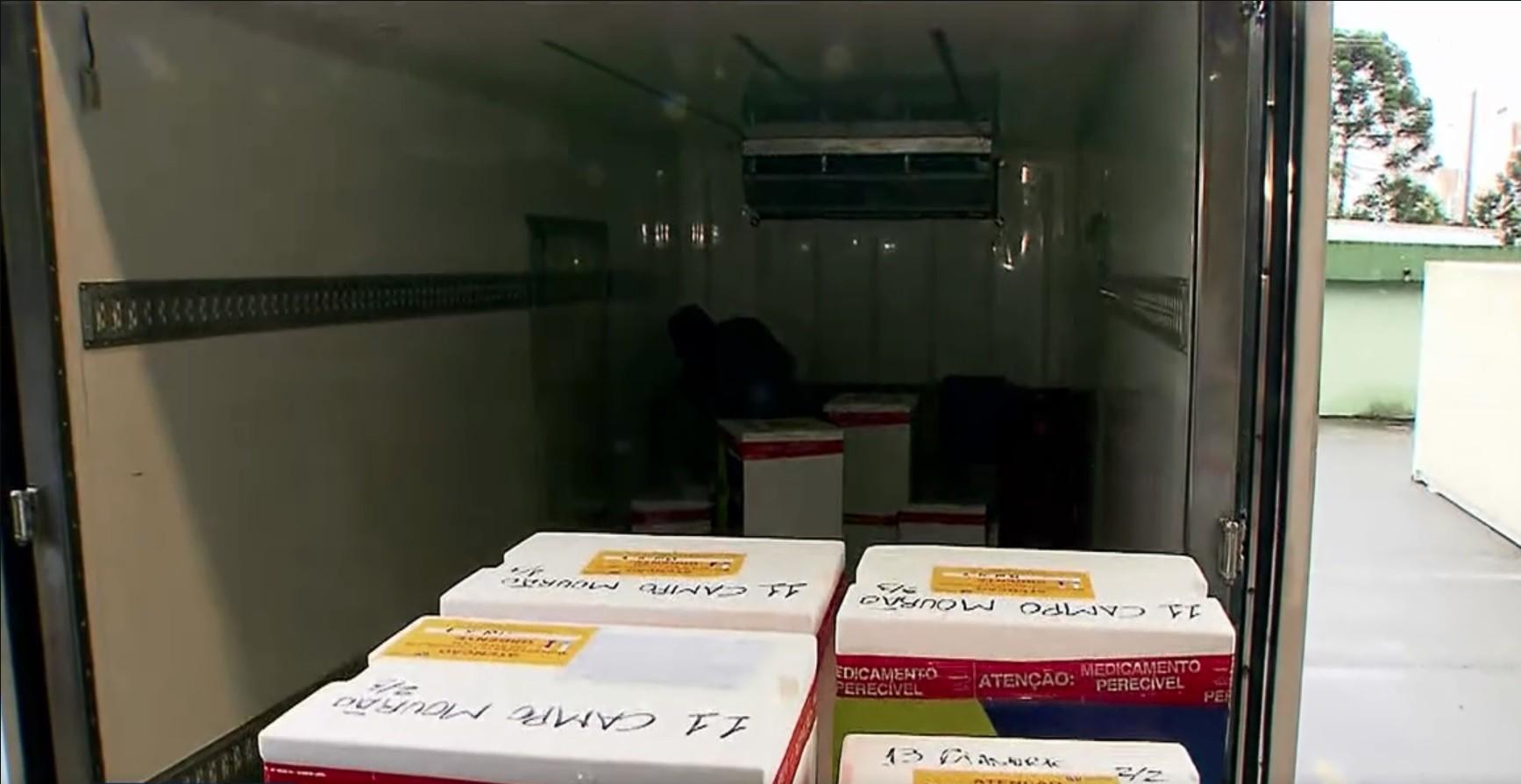 Doses da vacina contra Covid-19 começam a ser distribuídas para as cidades do Paraná