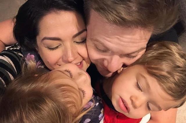 Thais Fersoza, Michel Teló e os filhos (Foto: Reprodução Instagram)